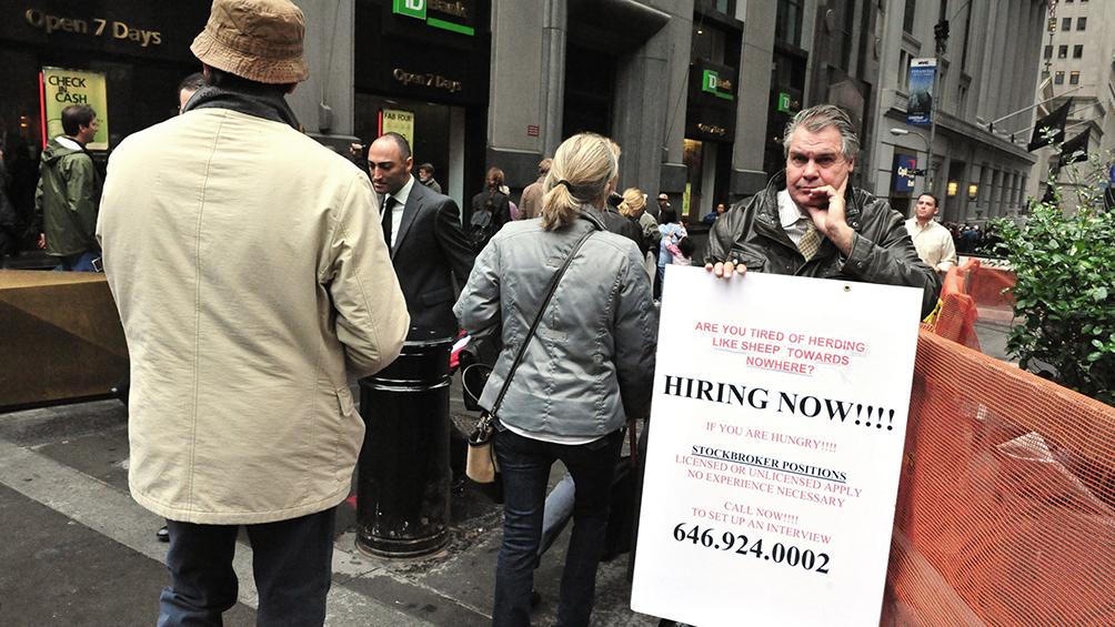En EEUU, otras 5,2 millones de personas piden seguro de desempleo y suman 22 millones