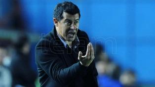 """De a poco vamos a ir levantando"", prometió Almirón al asumir en San Lorenzo"