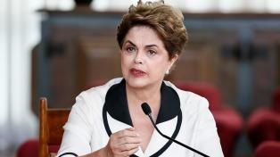 "Rousseff: Bolsonaro ""es la salida neofascista que viabiliza una agenda neoliberal"" en Brasil"