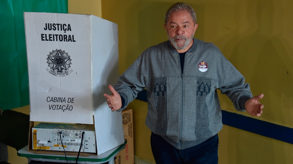 El expresidente Lula ganaría holgadamente según el sondeo