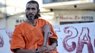 Ex preso de Guantánamo en Uruguay profundizó la huelga de hambre