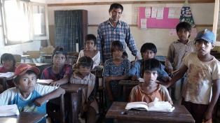 Reinvención educativa: Escuelas rurales, actos virtuales y graduación desde el hospital