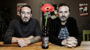 """Los uruguayos de La Vela Puerca ratifican en """"Destilar"""" su identidad rockera y rioplatense"""