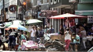 Los puestos de venta ilegal callejera aumentaron un 47,5% en enero