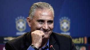 Tité paró el equipo titular para el debut de Brasil