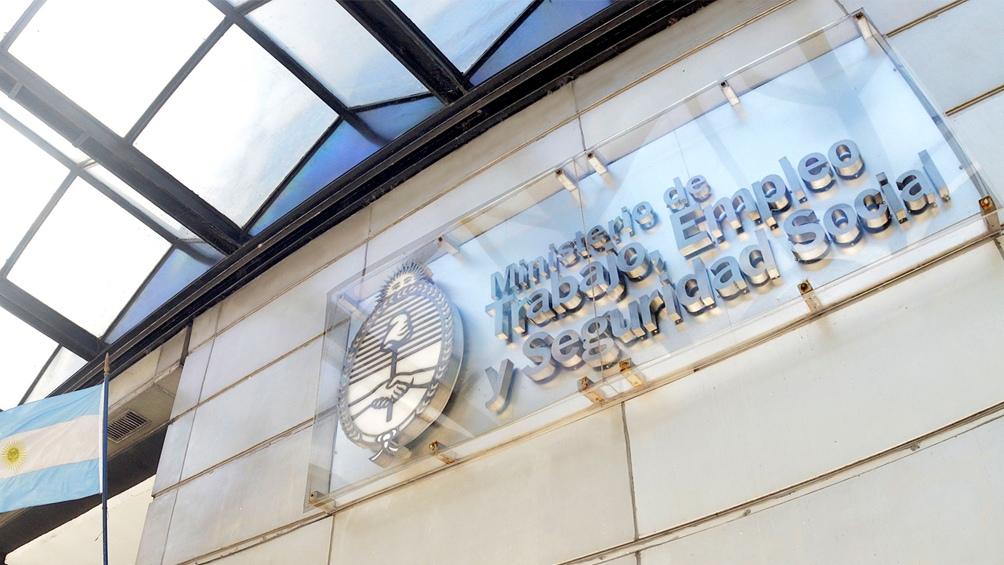 La cartera de Trabajo intervino en el conflicto de los bancarios con dos entidades financieras.