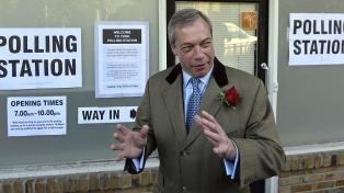 Farage respalda a Johnson y no presentará candidatos a bancas que defienden los conservadores