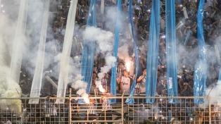 Clausuraron el estadio de Atlético Tucumán por el uso de bengalas y el ingreso de 8.000 hinchas de más
