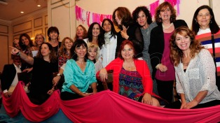 """Hoy celebramos que la seguimos remando"", afirman sobrevivientes al cáncer de mama"