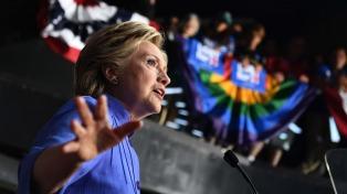"""Clinton dijo que el """"asqueroso"""" Trump le """"erizó la piel"""" durante un debate televisivo"""