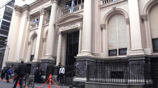 El mercado no espera recortes en la tasa del BCRA hasta el segundo semestre, según Puente