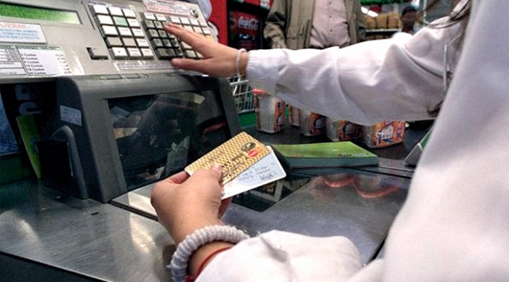 La banca y las tarjetas de créditos cobran en el acto el monto de la operación pero demoran en concretar la acreditación entre 48 y 72 horas.