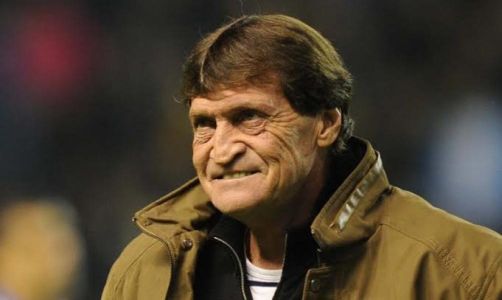 Falcioni fue técnico de Boca Juniors, Banfield, Olimpo de Bahía Blanca y Vélez, entre otras instituciones.