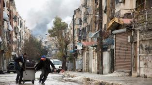 Unos 4.000 sirios esperan ser evacuados en dos poblados chiitas