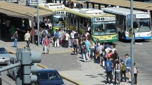 Se reanudó el servicio de trenes y subtes tras el paro de transporte