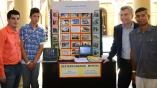 Macri saludó a alumnos que desarrollan proyectos de investigación