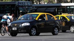 A partir de esta medianoche aumentan 18% las tarifas de los taxis porteños