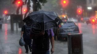 Alerta por temporales con lluvia y granizo para las zonas centro del país y metropolitana