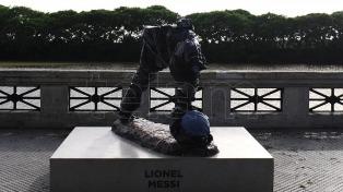 Destrozaron la estatua de Lionel Messi, en la Costanera Sur