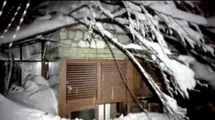 Continúa la búsqueda de sobrevivientas en el hotel sepultado en Rigopiano
