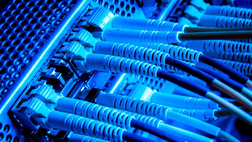 Transener es la empresa que aporta 4.405 kilómetros de fibra óptica en desuso.
