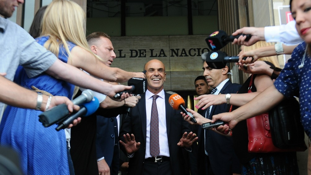 Gustavo Arribas, sonriente al abandonar Tribunales.