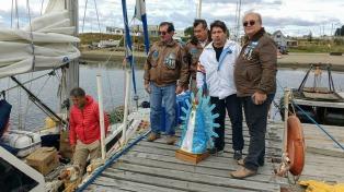 El velero que homenajeará al Crucero General Belgrano partió de Ushuaia