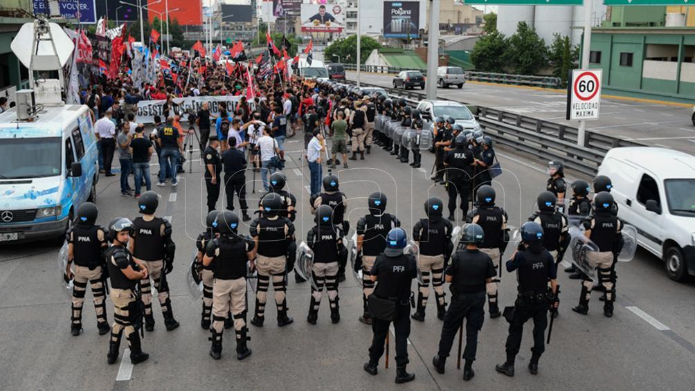 Corte en Puente Pueyrredón por protesta de trabajadores despedidos