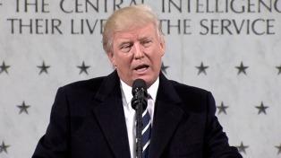 Trump se reúne con el CEO de Intel, una empresa que rechazó el veto migratorio