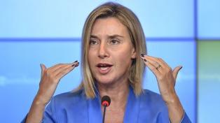 Mogherini visita por sorpresa Afganistán y reafirma el apoyo al proceso de paz