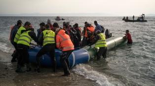 Cientos de inmigrantes llegan desde Turquía a las islas griegas