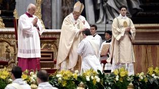 """Francisco confesó a 12 sacerdotes romanos y les pidió """"memoria, esperanza y discernimiento"""""""