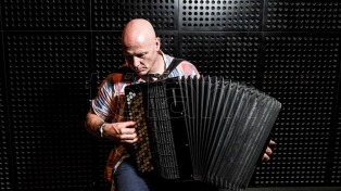 El escocés James Crabb inaugura un año de homenajes a Piazzolla en la Usina del Arte