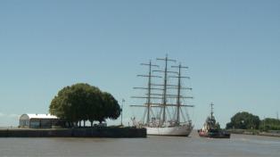 Zarpó la Fragata Libertad y hará un viaje de preparación por la Costa Atlántica