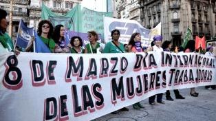 """Un """"ruidazo"""" dio inicio al Paro Internacional de Mujeres, antes de la marcha a Plaza de Mayo"""