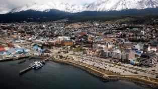 Más de 100 mil turistas al año recorren el Canal Beagle a bordo de catamaranes