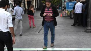 Inauguraron en Rosario el primer semáforo horizontal del país para peatones