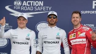 """Bottas le sacó la """"pole"""" a Hamilton y largará primero en Bahrein"""