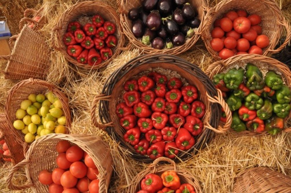 """Según Bottura, """"el pequeño agricultor protege los medios de vida, mejora la biodiversidad de la naturaleza y fortalece nuestra conexión con la tierra con el afán de saber de dónde viene""""."""