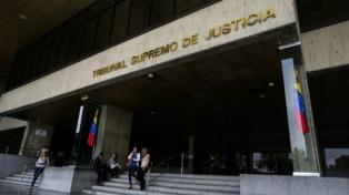 El Tribunal Supremo venezolano dio marcha atrás, pero la oposición sigue en las calles