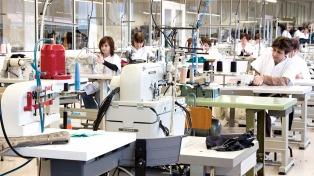 Se firma acuerdo con los textiles y el calzado para sostener el empleo