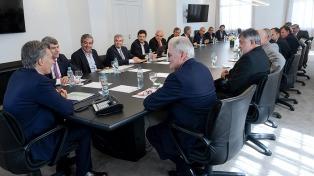 Macri visitó un centro de monitoreo en Lanús y se reunió con empresarios azucareros