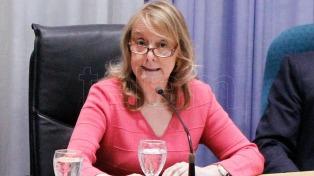 Alicia Kirchner firmó un decreto para flexibilizar el aislamiento social para algunas actividades