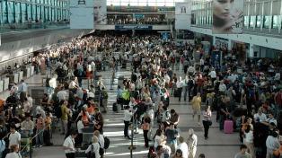 La cantidad de pasajeros de avión aumentó 18% interanual en el último feriado largo
