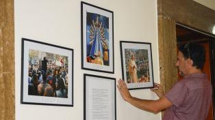 Obras de un fotógrafo argentino, expuestas en la sede de la Fundación Scholas en Roma