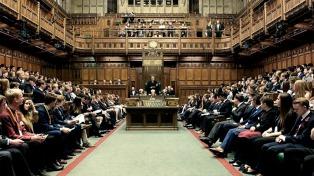 Diputados escoceses abandonan el Parlamento tras la suspensión de su líder en el debate por el Brexit