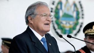Ordenan la captura del expresidente Sánchez Cerén y detienen a varios exministros