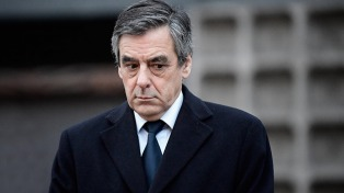 Sientan en el banquillo al ex premier Fillon por el escándalo de empleos ficticios