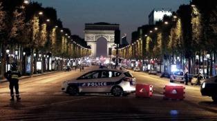Para el hijo de Jairo, que es concejal en París, el ataque beneficiaría a Le Pen