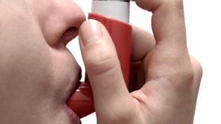 El asma no incrementa el riesgo por Covid-19 ni es incompatible con la vacuna